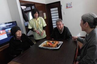 家族同席のお誕生日会 : デイに戻ってお祝い