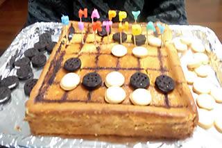 家族同席のお誕生日会 : 大好きな囲碁を模したバースデーケーキ